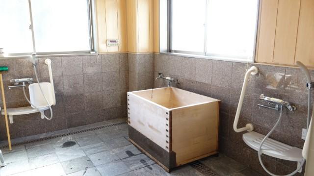リフト浴/ヒノキ風呂